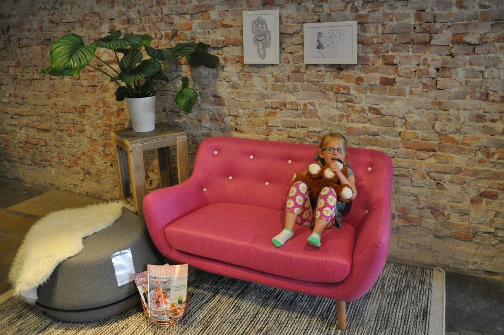 Inspiratiehoek met roze eyecatcher van de Sofacompany.