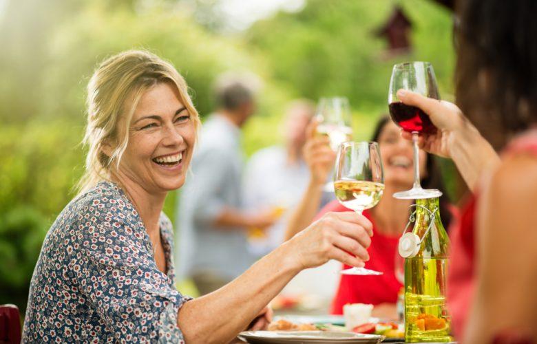 wijn drinken met vriendinnen